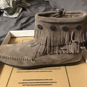 Minnetonka double fringe side zip boots never worn