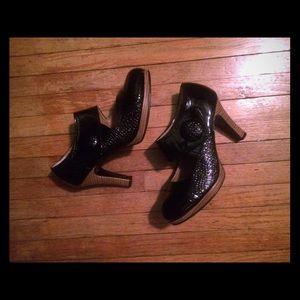 Adorable Mary Jane black heels like new 6.5