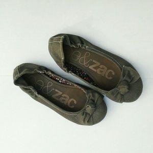 Zoe & Zac Shoes - Brown flats
