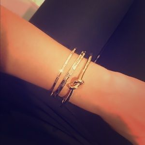 Saks Fifth Avenue Jewelry - 14kt Gold Beautiful Plated Knot Bracelet!