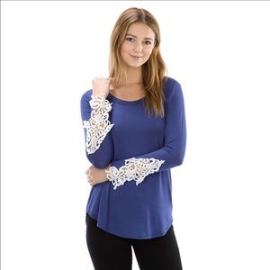 Auditions Tops - 🌺Crochet Lace Detail Top🌺 NWT!