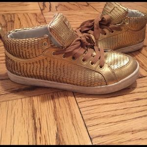 Feiyue Shoes - Feiyue gold scale sneakers!