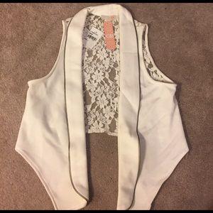 GBX Sweaters - Beige GB half vest