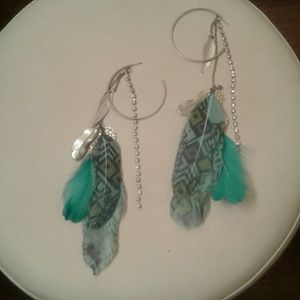 bebe Jewelry - Dangly Earrings with blue feathers/Bebe