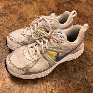 Nike Shoes - Nike running shoes size 6 ladies