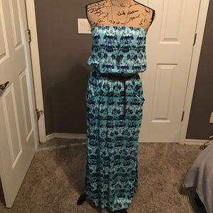 Lucy Love Dresses & Skirts - Tie die strapless maxi