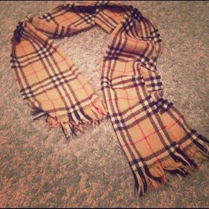 Burberry of London Wool Scarf ⬛️❤️