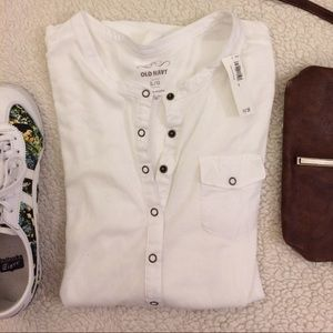 White Old Navy Long Sleeve Tee