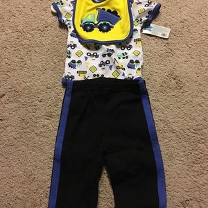 Baby Gear Other - Never worn baby outfit