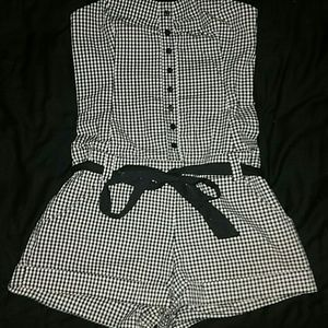 SALE! *Super Cute Romper - NWOT*