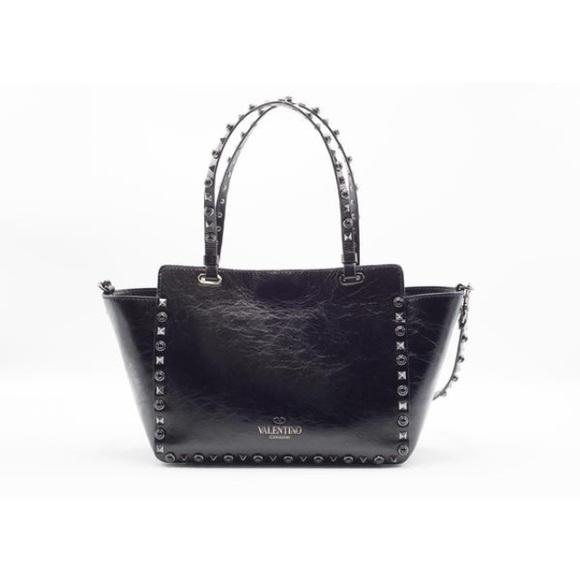 3a190f40f4 Valentino Garavani Rockstud Rolling Noir tote bag.  M_58c0e495620ff7d76601568a