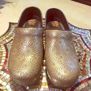 Dansko Shoes - DANSKO XP Clog. Used.