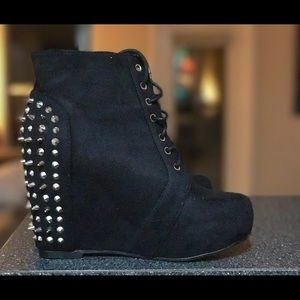 traffic Shoes - 👠Spiked Wedges Size-7
