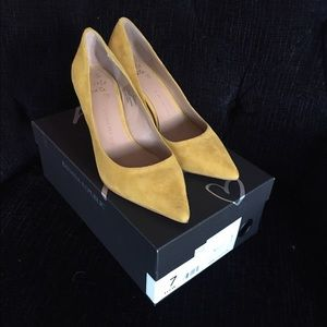 Yellow Suede Banana Republic 'Annetta' Pumps!