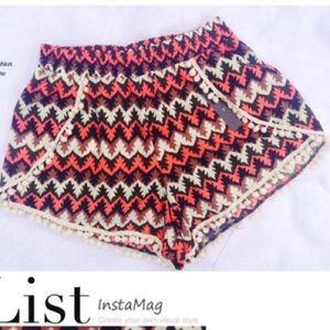 Pants - Printed tulip pom pom shorts