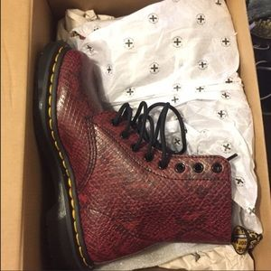 Size 6 doc martens worn once