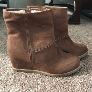 Airwalk Shoes - Brown suede boots