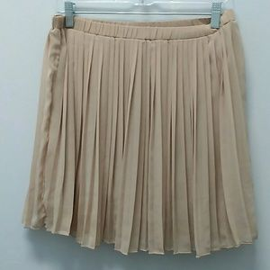 Everly Size M Pleated Skirt