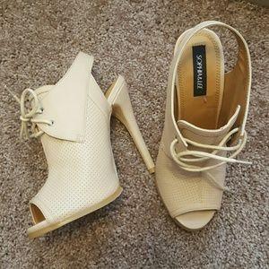 shoedazzle  Shoes - ❤️❤️❤️Tuxedo Style Shootie❤❤❤