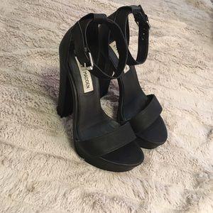 Steve Madden black leather platform heel