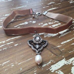 Karen1177 Jewelry - Just In✨Velvet & Pearls Sophisticated Choker✨