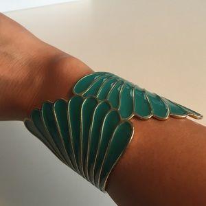 Jewelry - Bracelet with scalloped edge design