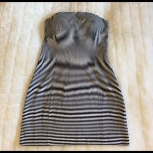 Club Monaco Dresses & Skirts - ‼️SALE‼️Club Monaco Cream and Navy Strapless Dress