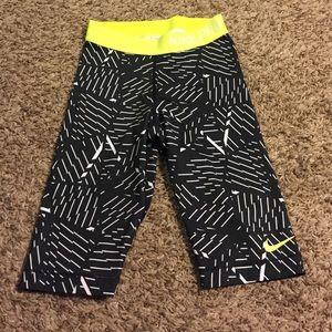 Nike Pants - Nike pros crop legging