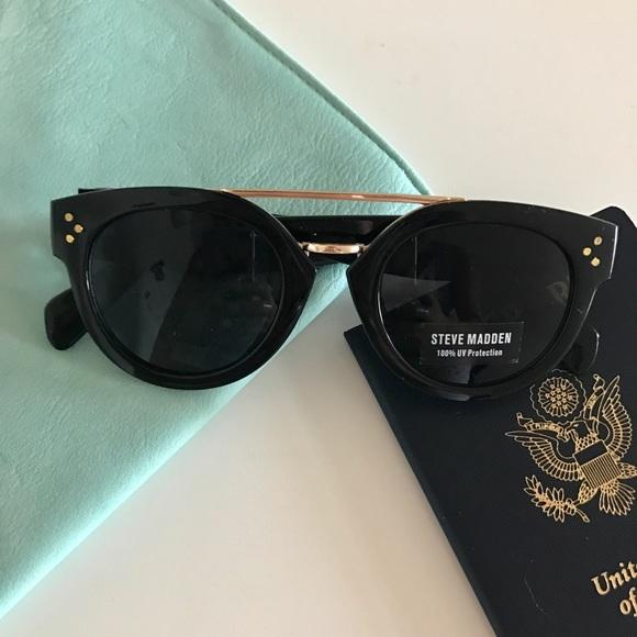 38e4d83853a87 Black   Gold Steve Madden Serena Sunglasses S5664