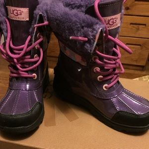 Girls Purple UGGs K Butte II rain boots Size 2