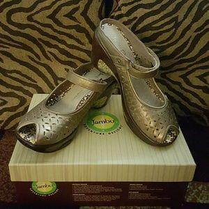 Jambu Shoes - Jambu Journey Encore Wedge- Color Bronze Size 6.5