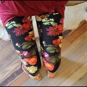 Infinity Raine Pants - Black floral print leggings