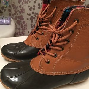 Shoes - Brown duck boots