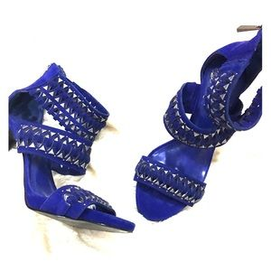 Vince Camuto Shoes - 🔥Sale🔥Vince Camuto heels royal blue 6.5