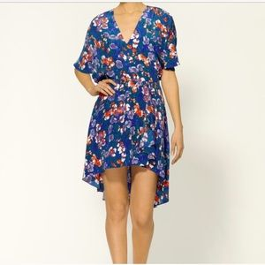 Tucker Dresses & Skirts - Tucker floral dress // XS