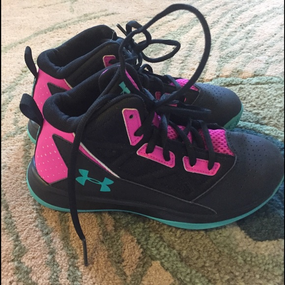 8ecb60ab98 Girls under armour basketball shoes size 2