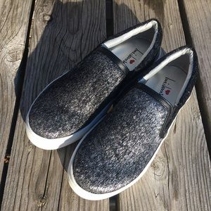 Luichiny Shoes - 5️⃣🌟! Luichiny Silver Fur Canvas Sneakers! NEW!