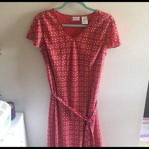 Covington Dresses & Skirts - Cute, Flowy Dress!