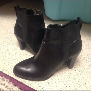Black Adrienne Vittadini Heels