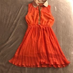 Alythea Dresses & Skirts - flowy pleated orange dress w taupe collar