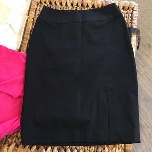 WHITE HOUSE BLACK MARKET. pencil skirt, sz 00