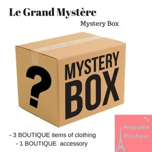 amandine boutique Other - Mystery box 3 clothes & 1 accessory