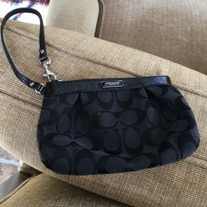 Wristlet in really good condition.