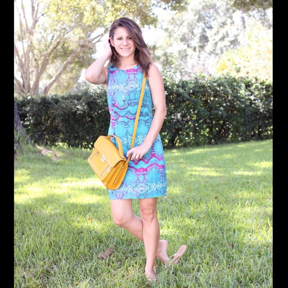 charlie jade Dresses & Skirts - Turquoise printed dress: bright and fun!