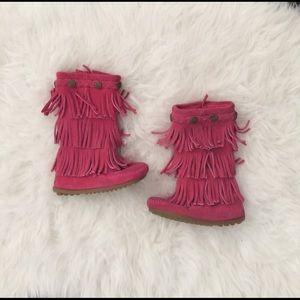 Minnetonka Other - Toddler size 7 Minnetonka pink fringe boot moccs