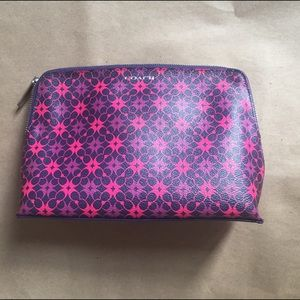Stylish cosmetic bag Coach leather pink