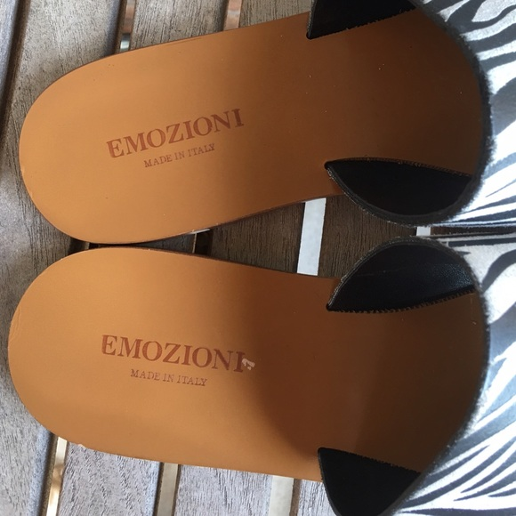 Emozioni Shoes - Emozioni Black & White Slip On Sandals