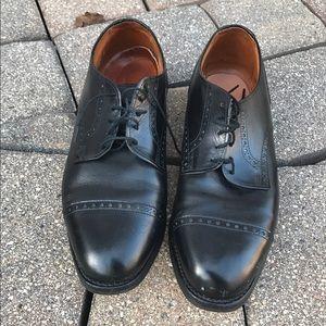 Allen Edmonds Other - Allen Edmonds brogued Cap Toe lace up