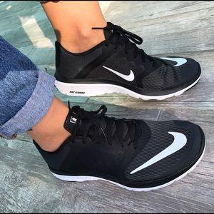 Nike Shoes - Black Fitsole Nike ! Comfy sneakers🐾