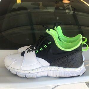 35b1f0350a8a Nike Shoes - nike free ace leather white black green